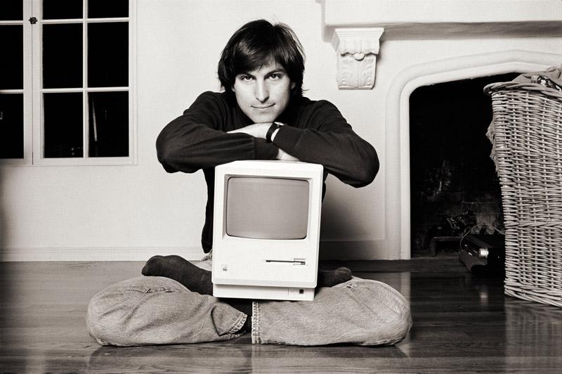Steve-Jobs_MacOnLapClassic